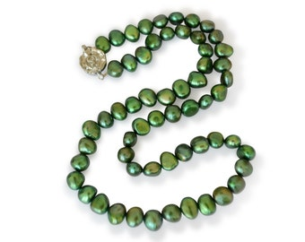 Freshwater cultured pearl necklace, green, Baroque, 7-8 mm