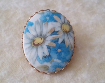 Beautiful Daisy Flower Pin Brooch