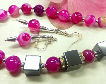 Pink agate set with Hematite