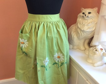 60s Apron, Green Half Apron, White Embroidered Daisies (B377)
