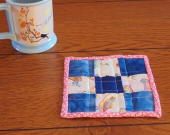 Reversible Quilted 9-Patch Mug Rug Blue/Garden Print
