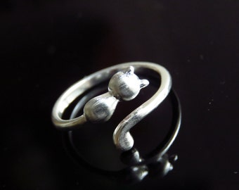 Cat Ring, Kitty ring coiled, Sterling Silver cat ring, gift for her, Animal Jewellery.