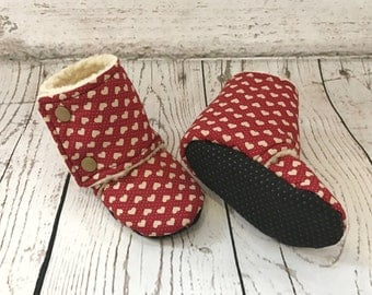 Heart Print Sherpa Lined Baby Stay on Booties /  Baby Slippers / Baby Shoes / Babywearing Booties / Toddler Booties / Toddler Slippers