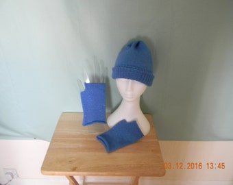 Handmade beany and fingerless gloves set.