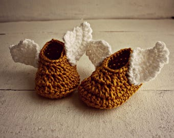 Crochet Golden Winged Baby Booties, Gold Baby Shoes, Gold Baby Booties, Baby Wizard Shoes, Baby Shower Gift, Newborn Booties, Baby Shoes