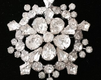 Gorgeous Vintage Weiss Rhinestone Snowflake Pin Brooch