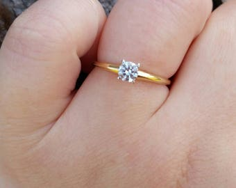 Vintage 14Kt Yellow Gold CZ Ring