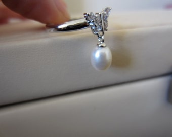 Freshwater 8-9mm white pearl and 925 sterling silver bow ring , size adjustable