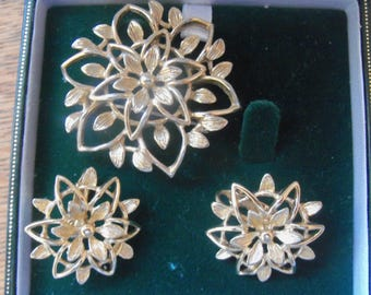 Vintage Sarah Coventry gold tone foliate design openwork brooch with matching earrings