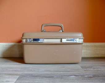 Honey Brown Samsonite Concord Stripe Train Case, Travel Makeup Carry Case with 2 Keys Mirror & Tray, Mid Century Overnight Case