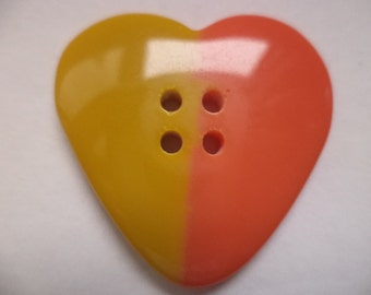 3 large buttons of 33mm yellow orange (6676) heart button