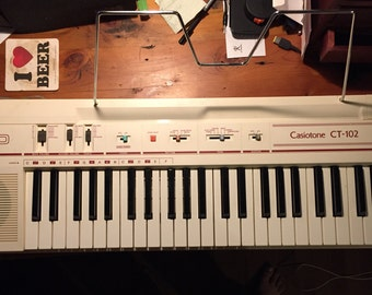 Mint Vintage Casio Casiotone CT-102 - Full sized Electric Keyboard - 1980's - White - In Great Working Condition!
