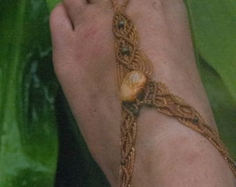 Barefoot sandal, barefoot, macrame, stones, beach