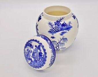 MASON'S BLUE and WHITE Ginger Jar - Vintage Mason's Blue Chinese Landscape Ginger Jar or Tea Caddy 1950's