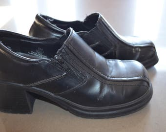 Sale $ 10! Black shoes big 80s Goth/Chunky heels / 8