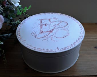 Large Round Box in Cream and Pink