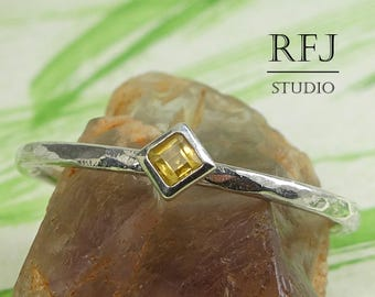 Kite Genuine Citrine Hammered Silver Ring, November Birthstone Jewelry 2x2 mm Princess Cut Yellow Citrine Rhombus Setting Stacking Ring