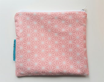 Kleine roze etui met rits. Small pink zipper pouch.