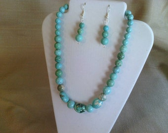 155 Beautiful Magnesite Turquoise Nuggets and Graduated Round Beads Beaded Necklace