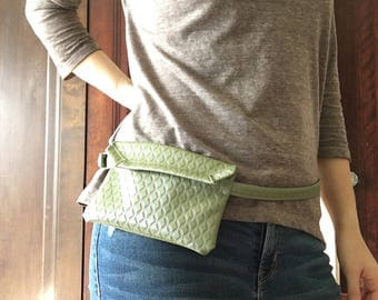 Vintage 1970s Pea Green Faux Leather Fanny Pack Hip Purse