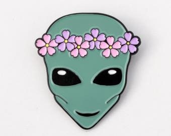 Flower Crown Alien pin - soft enamel