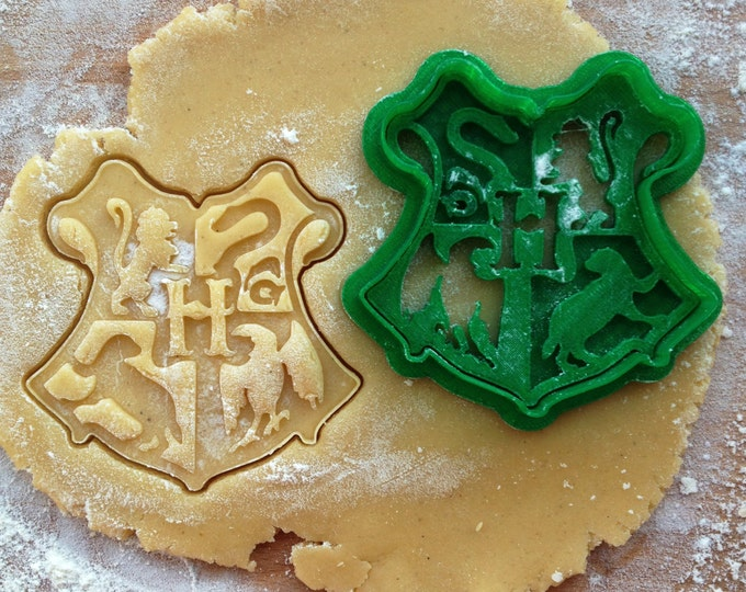 Hogwarts cookie cutter. Harry Potter Hogwarts cookie stamp. Hogwarts School of Witchcraft and Wizardry cookies