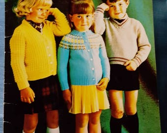 1960s Patons Beehive 7110 Pre School Fashions for Sizes 1-6 Knitting Pattern Booklet Like New!