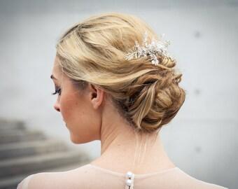 Funkelnder Braut / Hochzeit Haarschmuck / Haarkamm / Headpiece aus Swarovski Beeren und feinen handgearbeiteten Perlenzweigen - Ophelia