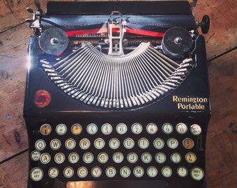 Fully working Vintage Remington Portable typewriter with case