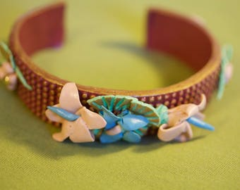 Bracelet with Blue and Beige Flowers