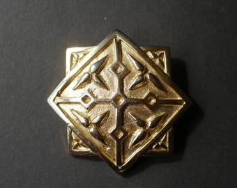 Interesting gold tone metal 8 pointed star brooch