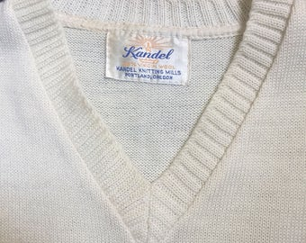 A wonderful cream v-neck pullover sweater of the 1940s