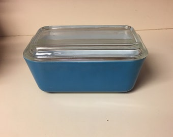 Vintage 1960s Blue Refrigerator Pyrex dish with Lid