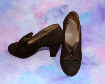 CC41 chocolate brown heels with bows | 1940s utility shoes
