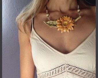 Collana in ceramica, con fiore Gerbera/ Clay necklace, with Gerbera flower