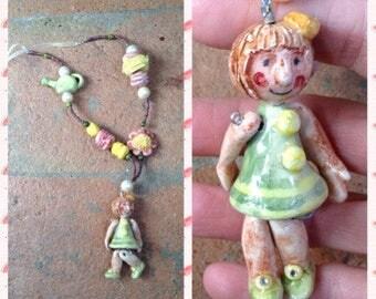 """Collana in ceramica con bambolina: """"la fioraia"""" / Clay necklace with little doll """" Flower girl"""""""