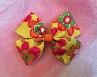 Flower print bow. Girl hair bow. Handmade hair bow.