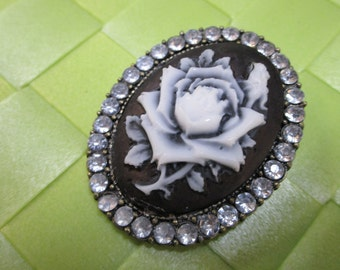 """1 piece in 1 3/4"""" x 1 1/2"""" width bronze tone color with acrylic bead floral pattern brooch for your sewing decorative. (b5)"""