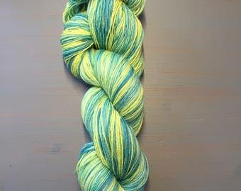 "100g Superwash Merino / Nylon Sock Yarn, 4ply, fingering, hand dyed in Scotland, bright green and yellow ""daffies"""