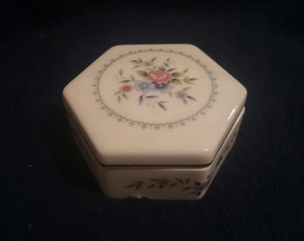 Vintage Wedgwood Trinket box Rosedale Design for the early 1970s