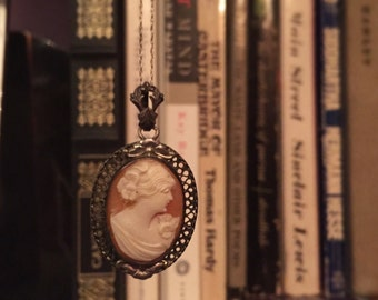 Cameo Pendent