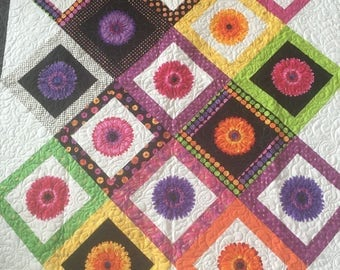 Colorful Daisy Quilt - Black and White Quilt - Girls Quilt - Flower Power - Bed Size