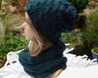 dark green cabled Hat wool