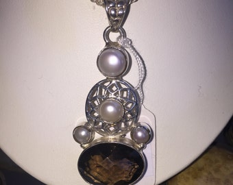 Smoky and pearl pendant in silver