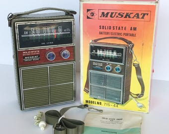 Muskat Solid State AM Portable Transistor Radio, Model No. 71S-44, Working