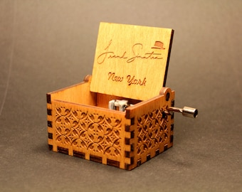 Engraved wooden music box - Frank Sinatra New York