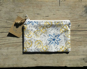 Bee purse, Fabric purse, Coin Purse, Small Cosmetic Bag, Change Purse, Zipper Pouch, Bee gift, Flower Purse, Cosmetic Bag, Zipped Purse