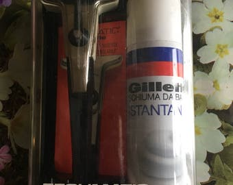 1960 GILLETTE RAZOR with box vintage razor