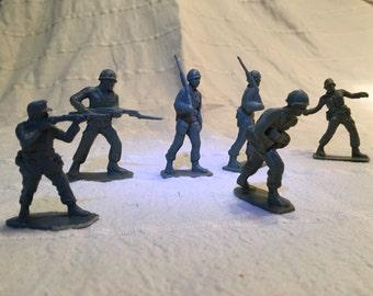 Vintage lot of 7 army men