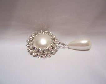 Stunning Rhinestone and Faux Pearl Brooch